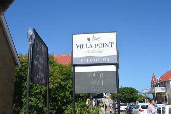 Villa Point Restaurant: Entrance
