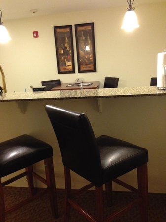 Best Western Plus Valdosta Hotel & Suites: Breakfast bar
