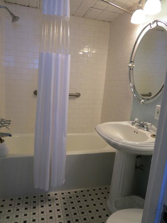 Legacy Vacation Resorts-Brigantine Beach: Bathroom