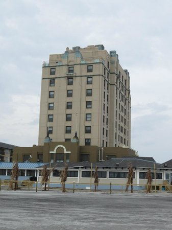 Legacy Vacation Resorts-Brigantine Beach : Outside of Hotel