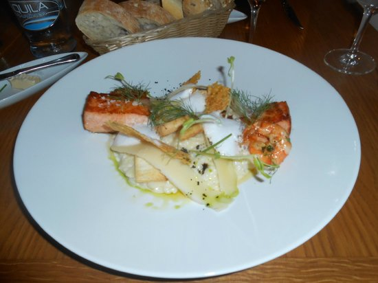 Hotel Nautilus: Fabulous Salmon for Dinner