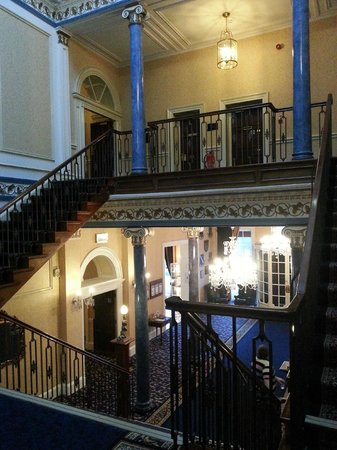 Shrigley Hall Hotel, Golf & Country Club : staircase