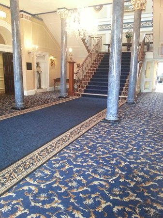 Shrigley Hall Hotel, Golf & Country Club : entrance hall