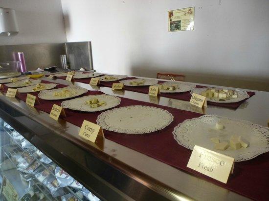 Centro de Arte Canario: Degustación de quesos en mercadito cercano al centro