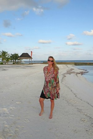 Turneffe Island Resort: Beautiful white sandy beaches.