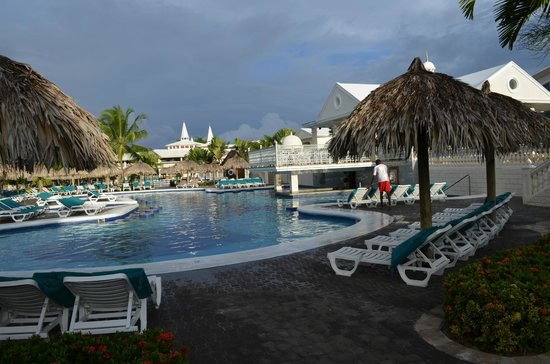 ClubHotel Riu Negril: Pool ares early morning