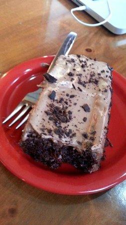 "Park Island Market And Cafe : the ""crack cake"""