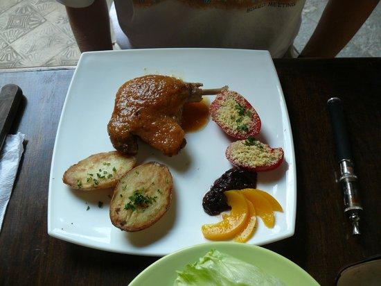 Almacen Troccoli: Duck with mango reduction