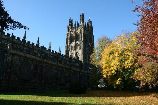 St Giles Church : Autumn view