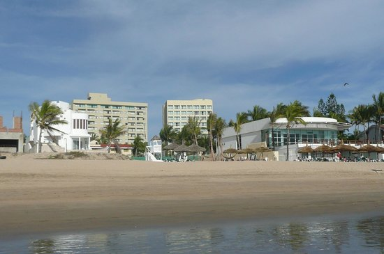 Mayan Palace Mazatlan: Resort from beach