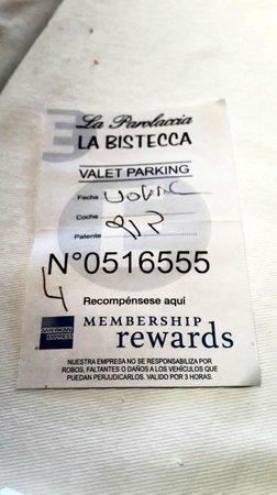 La Parolaccia: Los valet parking dejaron el auto sobre Alicia Moreau de Justo, donde prohibido estacionar.