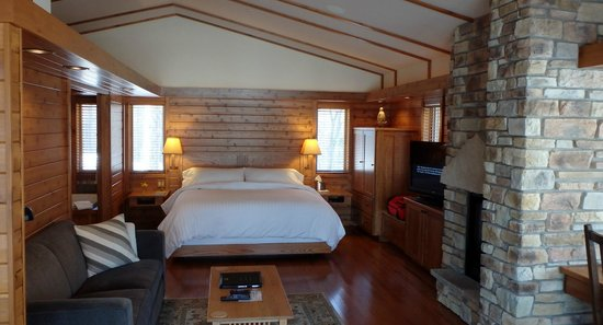 Canoe Bay: Beautiful FranK Lloyd inspred cabin.
