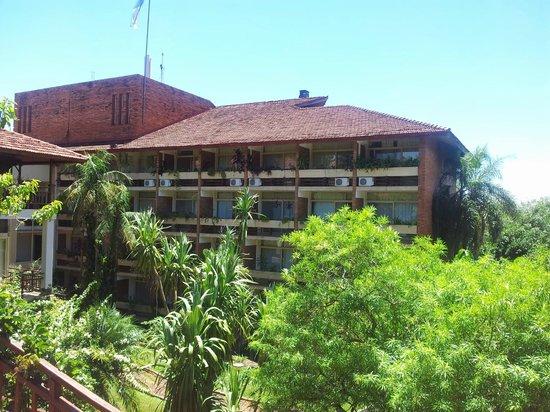 Raices Esturion Hotel: Habitaciones con vista a la pileta