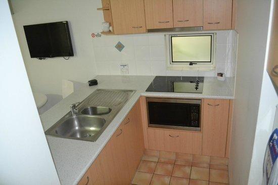 Montego Sands Holiday Apartments Gold Coast: Kitchen