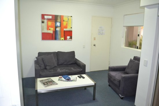 Montego Sands Holiday Apartments Gold Coast : Living room