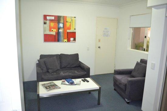 Montego Sands Resort : Living room