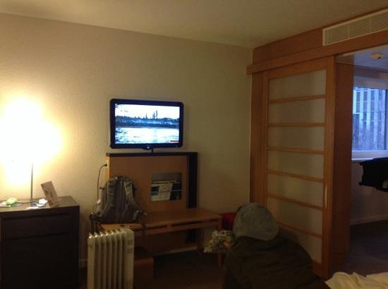 Novotel Zürich City West: family room. oil heater was necessary to keep some warmth