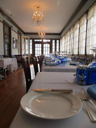 The Blue Rose Inn & Restaurant: Immaculate restaurant.