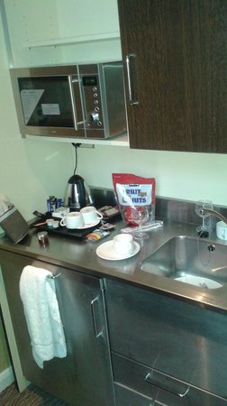 Park Grand London Hyde Park: Kitchenette in duplex room 308