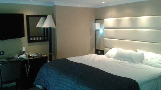 Park Grand London Hyde Park: two beds pushed together