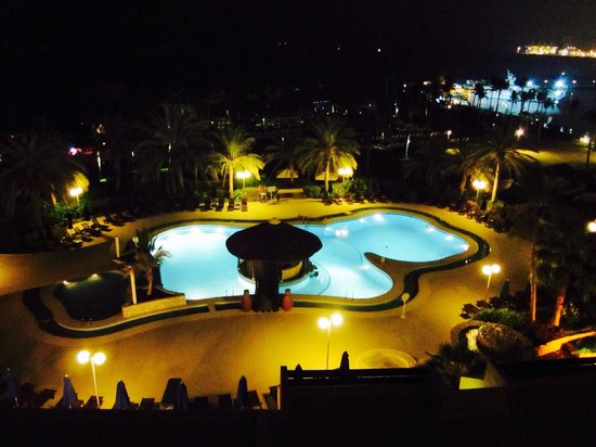 JA Jebel Ali Beach Hotel: Night scene palmito pool.