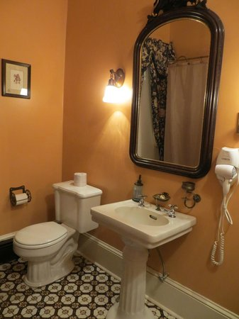 The Blue Rose Inn & Restaurant : More of the bathroom