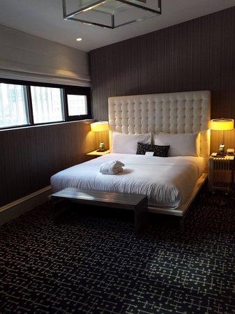 Moderne Hotel : Rm 801, kind bed. Great natural light.