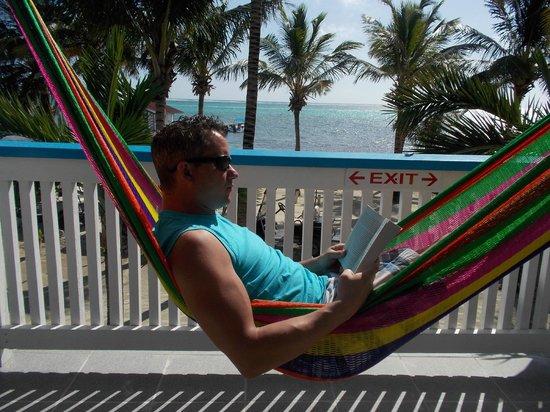 Aqua Vista Beachfront Suites : relaxing in the hammock