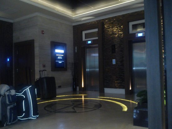 The Continent Hotel Bangkok by Compass Hospitality: front office
