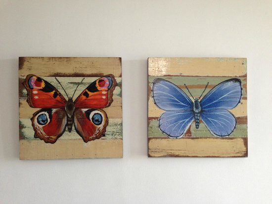 Mystique Heights Beacon, Panjim: Paintings in the corridor