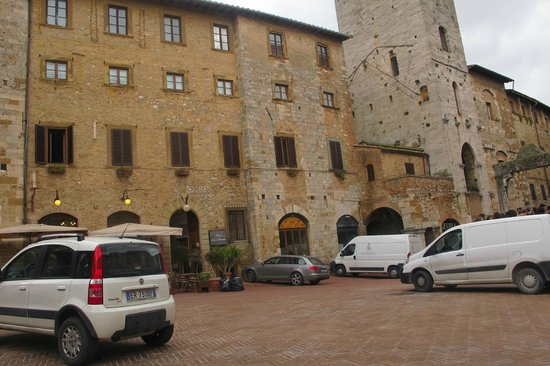Hotel Leon Bianco: View from a distance- the walls tell a stroy