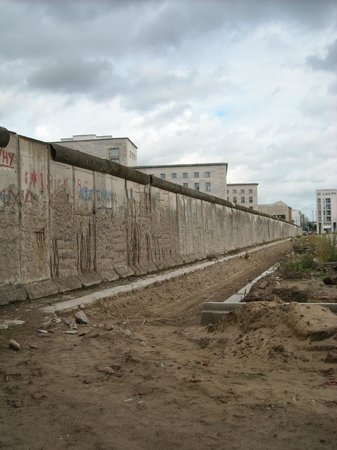 Potsdamer Platz: The ugly wall before the reunification