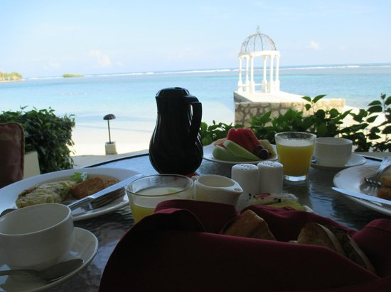 Sandals Royal Caribbean Resort and Private Island: Trip highlight: having breakfast brought to the room!