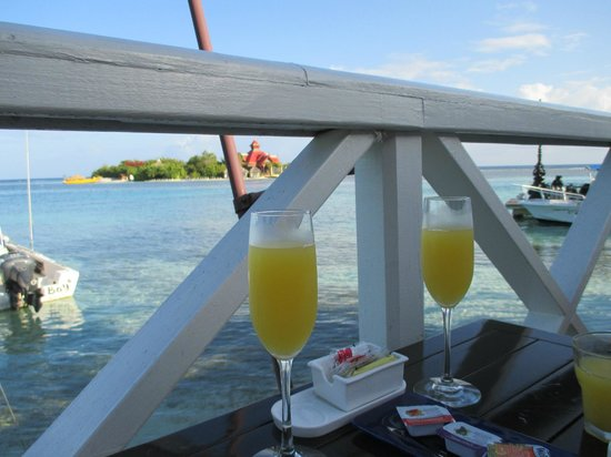 Sandals Royal Caribbean Resort and Private Island : Mimosas with breakfast