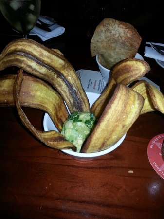 Cuba Libre Restaurant & Rum Bar : Guacamole with Fried Plantain Chips