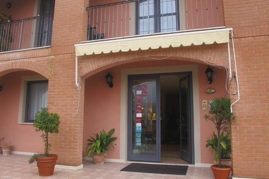 Albergo San Biagio: Entrance to the hotel