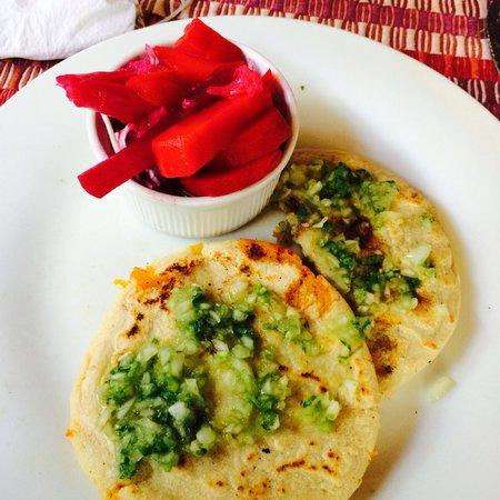 Comedor y Pupuseria Mary: Almuerzo!