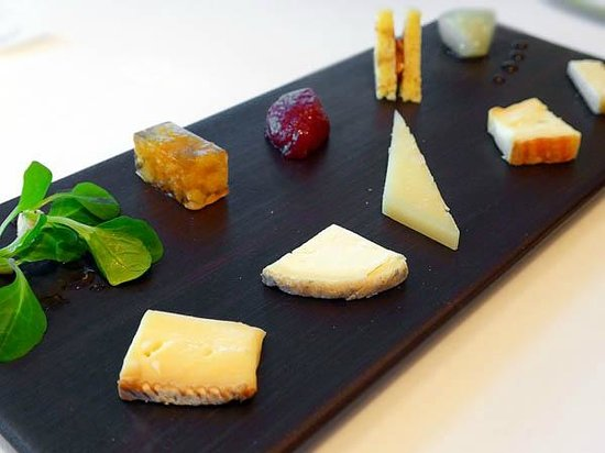 Sant Pau: 5 cheeses and their contrasts
