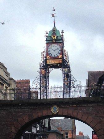 Chester Heritage Tours: Site on tour - Clock bridge