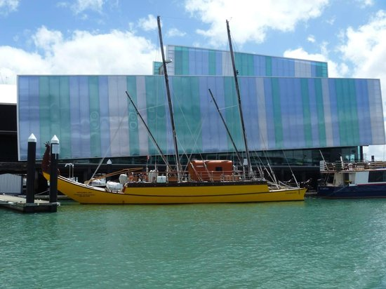 Voyager New Zealand Maritime Museum : Double hulled sailing waka outside Maritime Museum