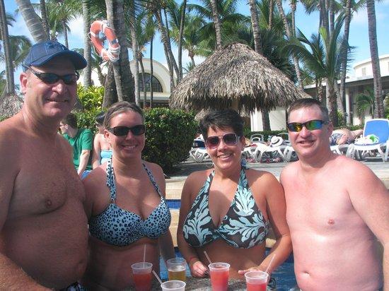 ClubHotel Riu Bambu : Drinks at the swim up bar!