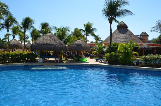 Iberostar Tucan Hotel: A small portion of the pool