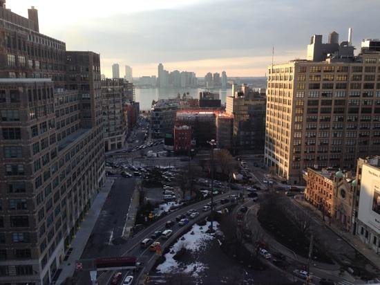 Hampton Inn Manhattan-SoHo : Looking East...tunnel traffic below.