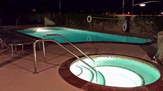 Hampton Inn Morgan Hill: Pool