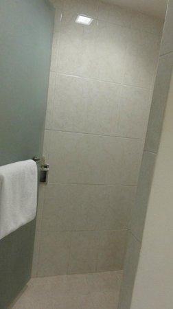 Temptation Resort Spa Cancun : shower - weird layout