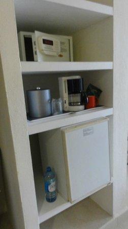Temptation Cancun Resort.: ice bucket (no ice machine, need to go to bar) + coffee machine