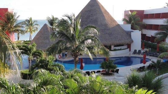 Temptation Cancun Resort.: quiet pool