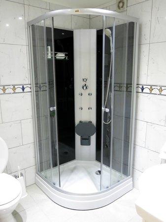 Casa Cecilia Ltda.: Chuveiro com hidromassagem (apto. térreo)
