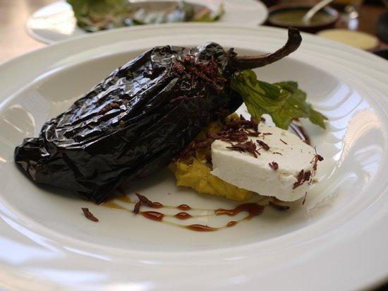 Los Danzantes Oaxaca: Stuffied chile (Chile relleno)