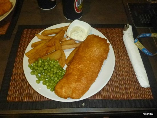 Sugar Reef Sports Bar & Restaurant : Generous portions of fish & homemade chips